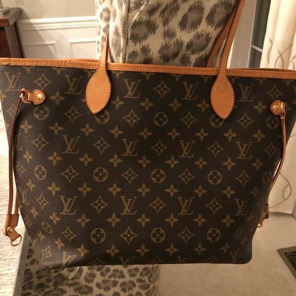 67b34175441a Louis Vuitton Handbags - Louis Vuitton Neverfull MM EUC includes wristlet
